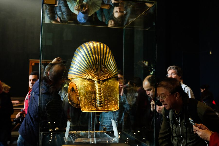 Tutankhamens Mask being photographed in a museum in Cairo