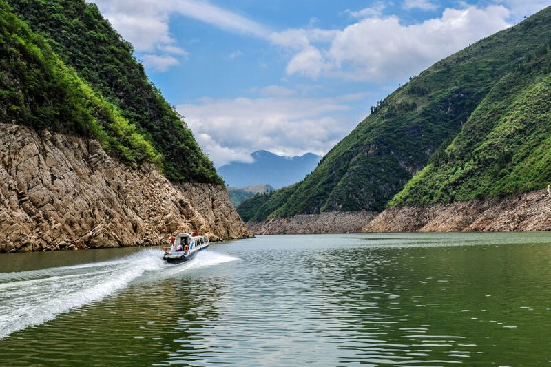 A boat passing through the Lesser Three Gorges